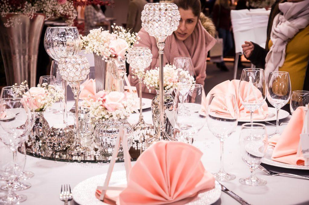 Tischdekoration bei der Hochzeitfeier