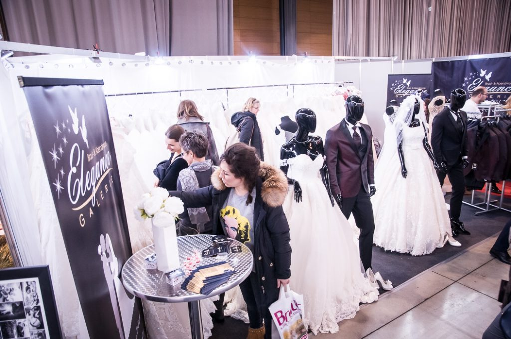 Brautmode am Messestand