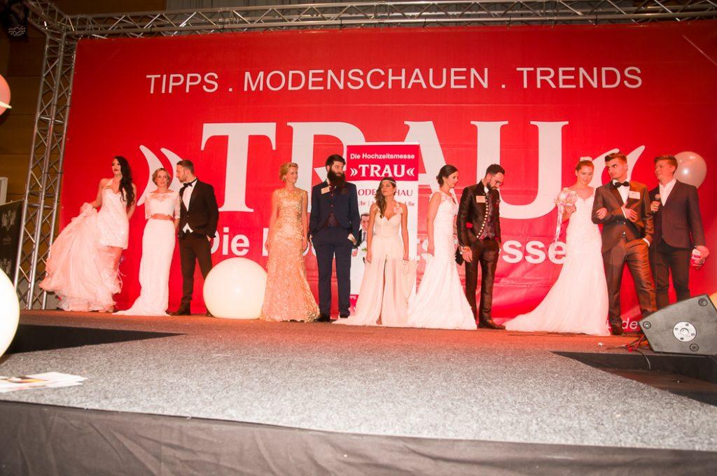 Brautmode auf der Bühne