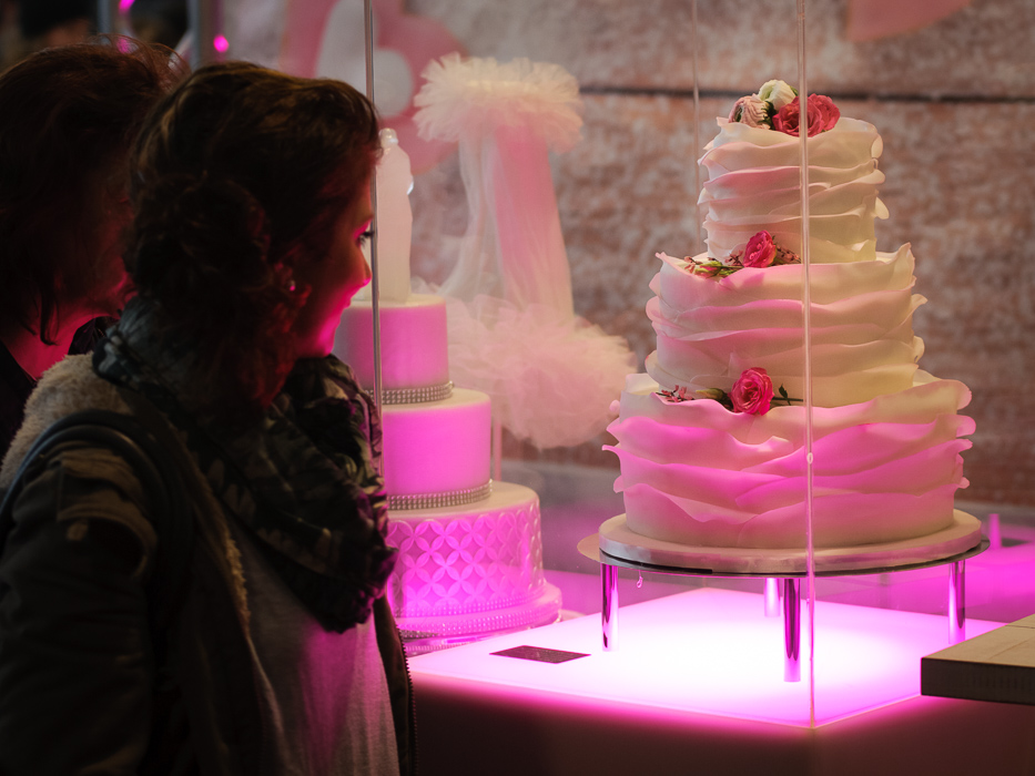 Hochzeitfeier Ideen bestaunen Besucher der Messe