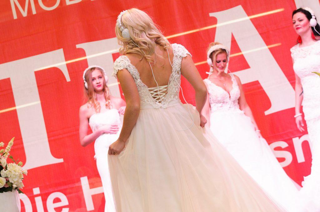 Modenshow wow bestaunen der Brautmode.