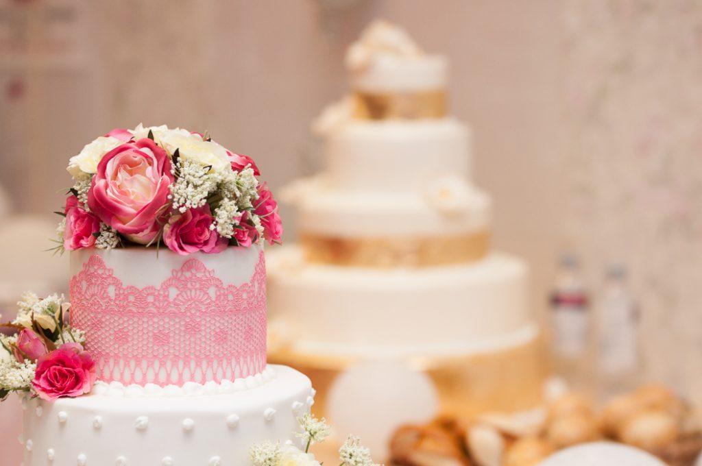 Hochzeittorten zum Hingucken . Die sehen sehr schön aus und lecker.